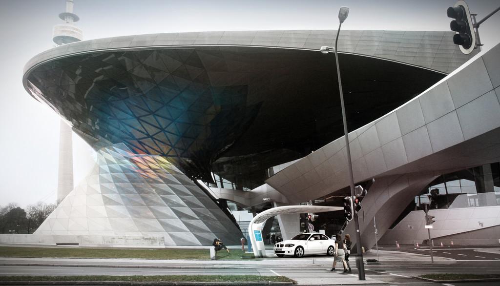 BMW Welt startet mit Ladestation Gemeinschaftsprojekt