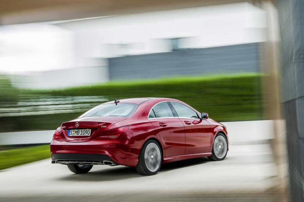 Den Mercedes CLA kennzeichnet die flache coupéartige Dachlinie, die er vom erfolgreichen CLS übernimmt.