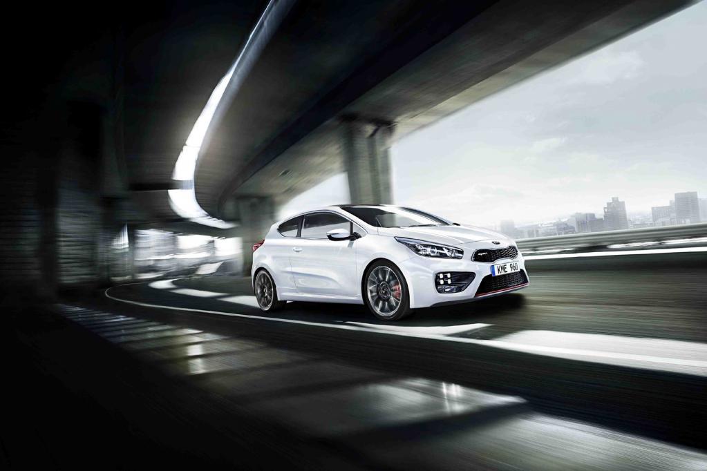 Der Kia Ceed GT tritt mit einem 1,6-Liter-Vierzylinder an, der mit Turboaufladung und Benzindirekteinspritzung 150 kW/204 PS leistet.