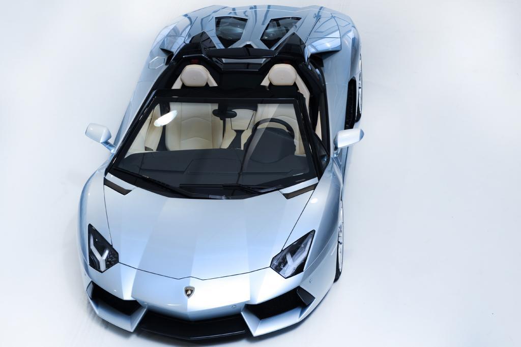 Der Lamborghini Aventador öffnet sein Dach