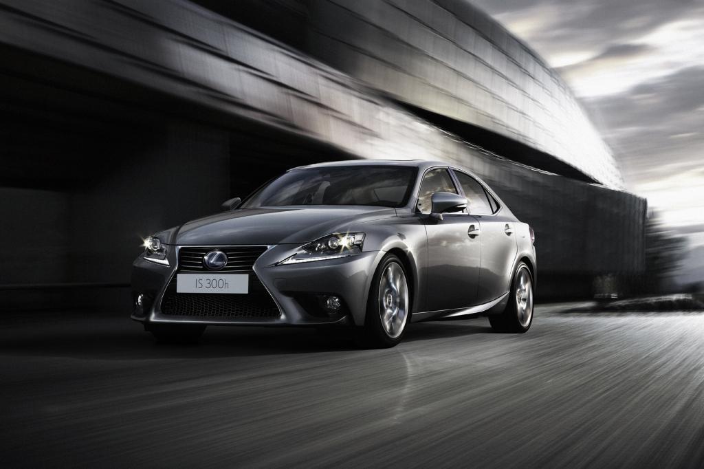 Der Lexus IS erhält einen Hybridantrieb