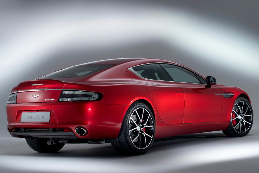 Der neue, erheblich leistungsgesteigerte Aston Martin Rapid S löst künftig das seit 2009 gebaute Modell ab.
