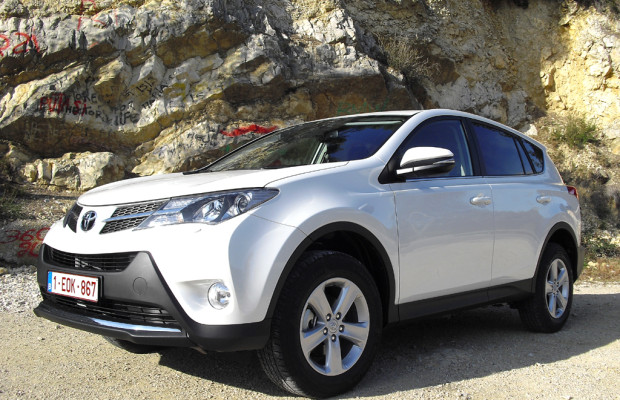 Diesmal geräumiger: Toyota kündigt neuen RAV4 bei uns für Mitte April an