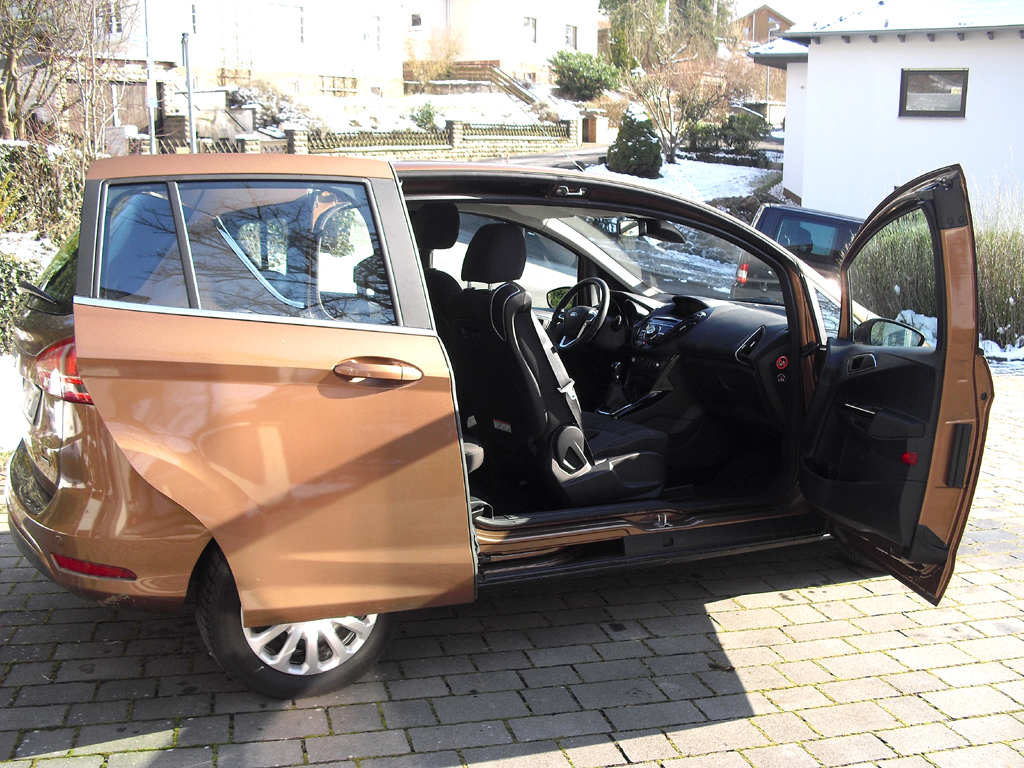 Ford B-Max: Besonderheit sind die seitlichen Panorama-Schiebetüren hinten.