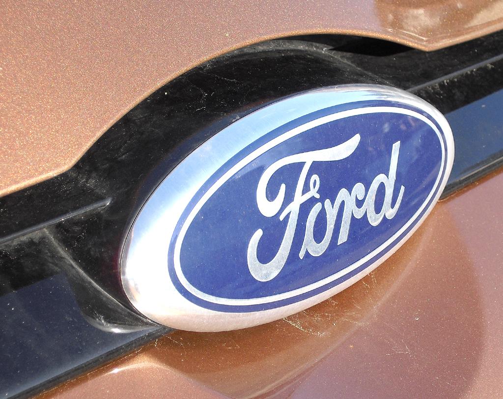 Ford B-Max: Das Markenlogo sitzt vorn mittig direkt unterhalb der Motorhaube.
