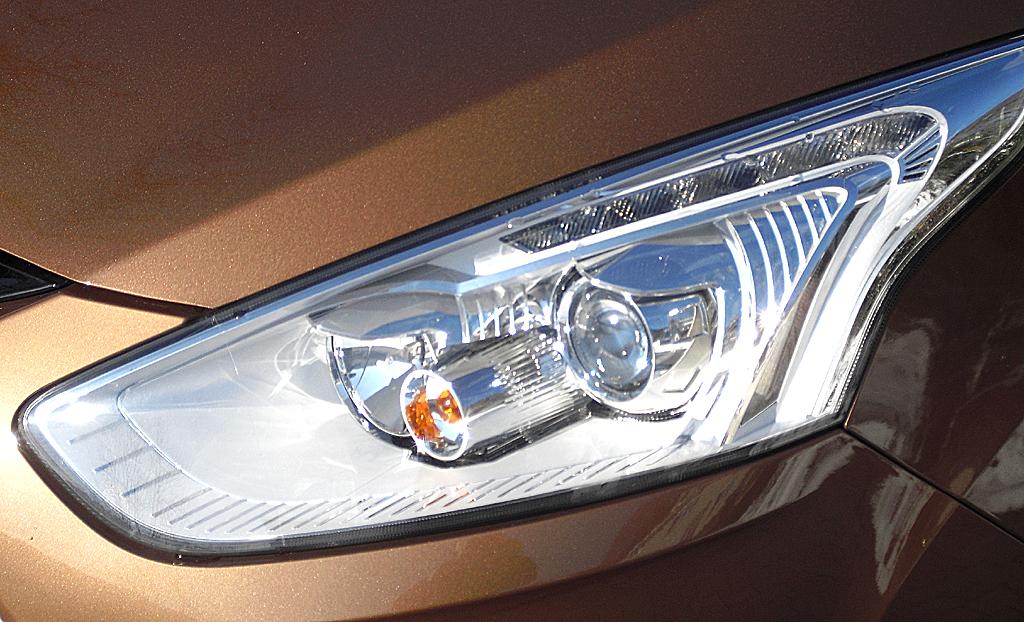 Ford B-Max: Moderne Leuchteinheit vorn.