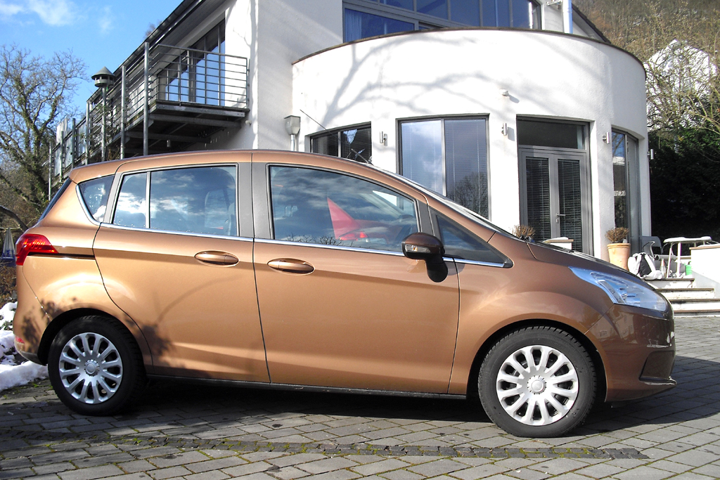 Ford B-Max: Und so sieht der kleine Van von der Seite aus.