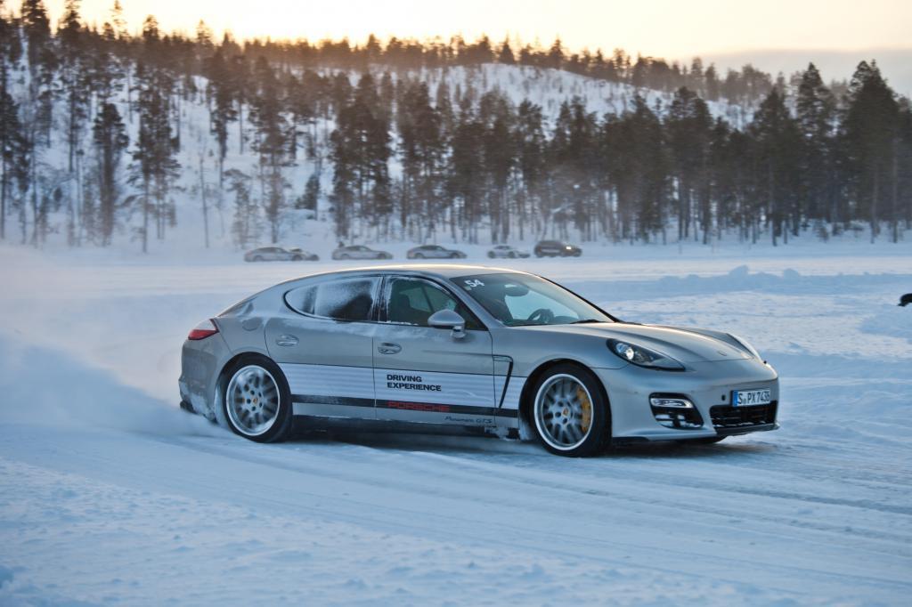 Heißer Tanz auf dem Eis für Porschefahrer