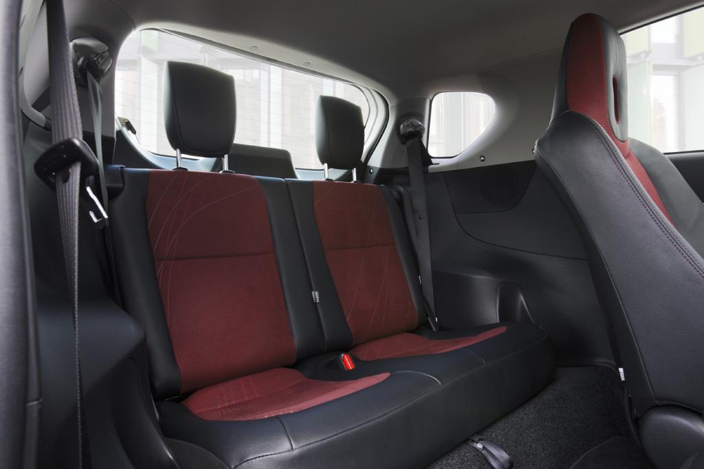Hinterm Fahrersitz des 3+1-Sitzers passt höchsten ein Kind
