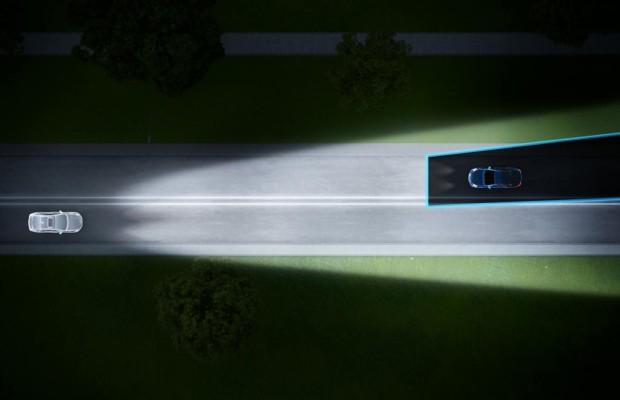 Im Volvo künftig immer mit Fernlicht fahren