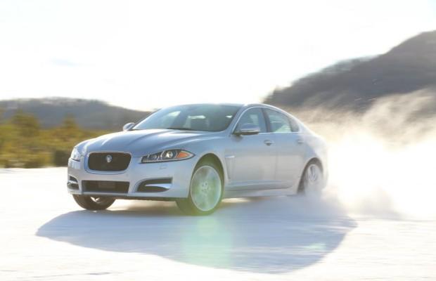 Jaguar XF und XJ spurten jetzt mit allen Pfoten