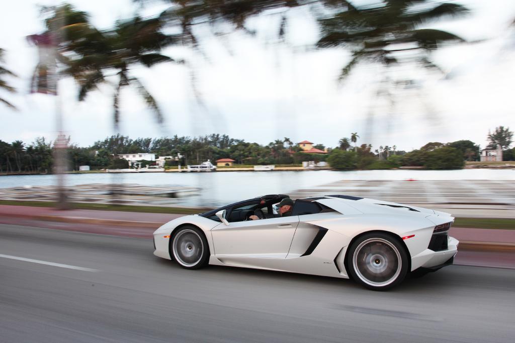 Lamborghini Aventador Roadster - Miami Sound Machine