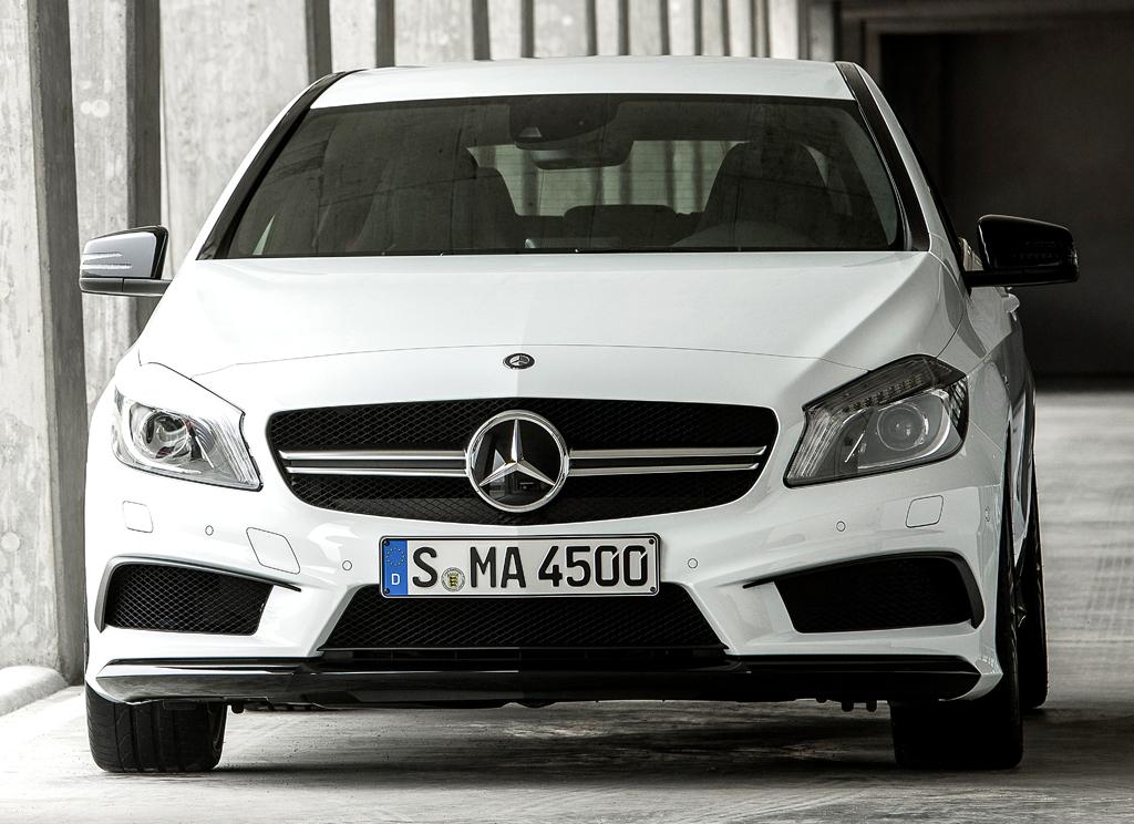Mercedes A 45 AMG 4Matic: Blick auf die Frontpartie.