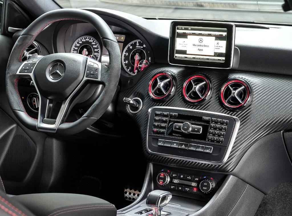 Mercedes A 45 AMG 4Matic: Blick ins Cockpit.