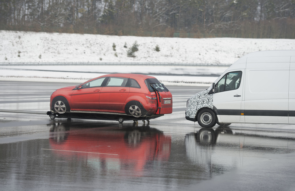 Mercedes-Benz bietet mehr Sicherheit für Transporter und Vans