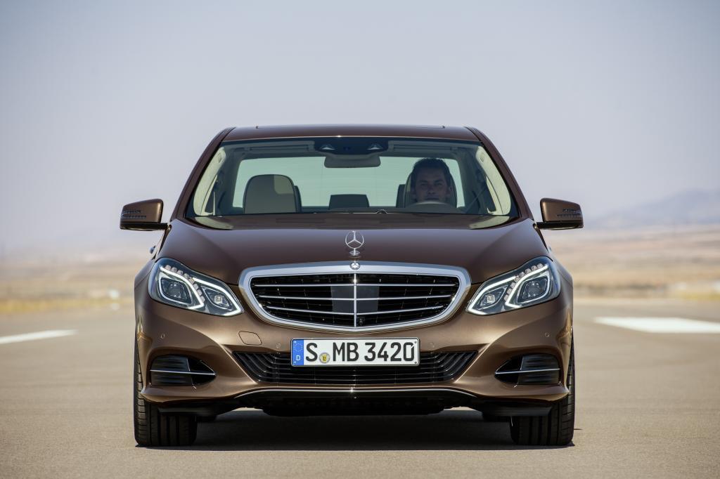 Mit mehr Assistenten, sparsameren Ottomotoren und aufgefrischtem Design soll die Limousine an alte Erfolge anknüpfen