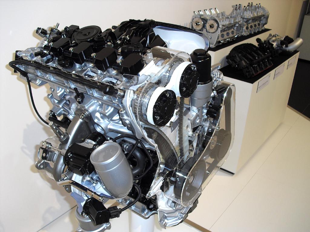 Motoren, hier ein 1,8-Liter-Turbobenzindirekteinspritzer mit 120/170 kW/PS, müssen vielfältige Anforderungen erfüllen.