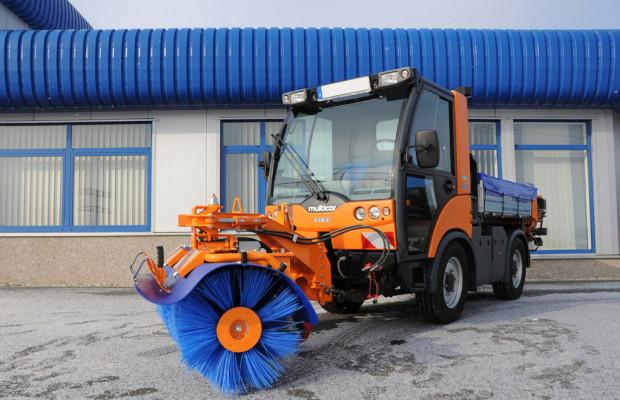 Multicar bietet neue Frontkehrmaschine für den Tremo