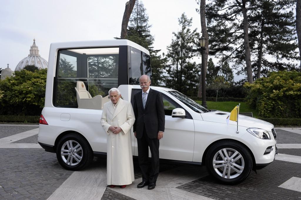 Papst Benedikt XVI tritt zurück - Zwei Monate altes Papamobil sucht neuen Besitzer