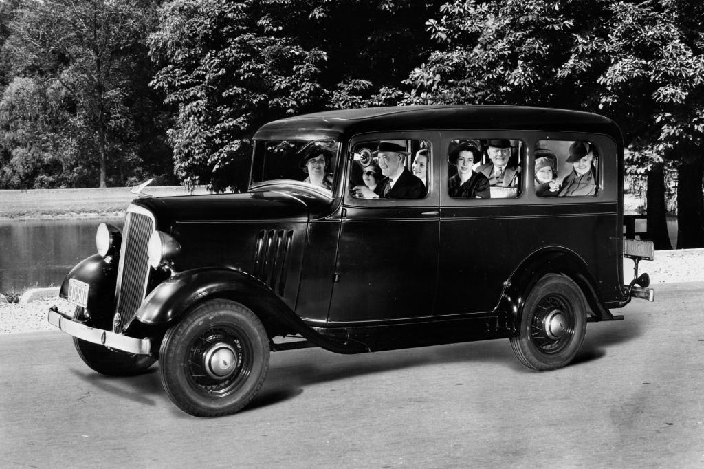 Platz 19: Chevrolte Suburban Carryall 1935