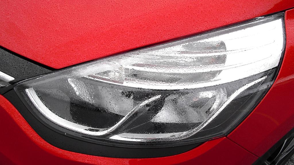 Renault Clio Grandtour: Moderne Leuchteinheit vorn.