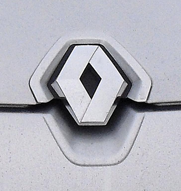 Renault Mégane: Das Markenlogo ragt vorn in die Motorhaube hinein.
