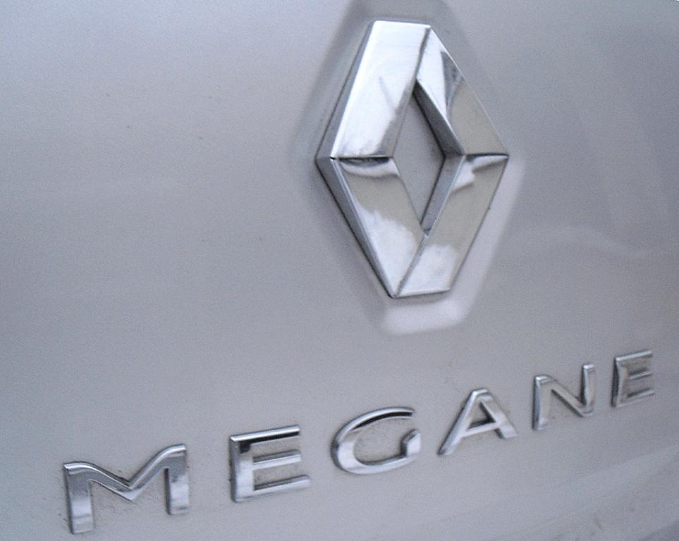 Renault Mégane: Logo und Modellschriftzug auf der Heckklappe.