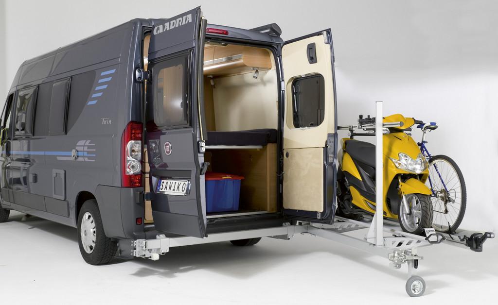 Schwenkbarer Träger für Kastenwagen-Reisemobile