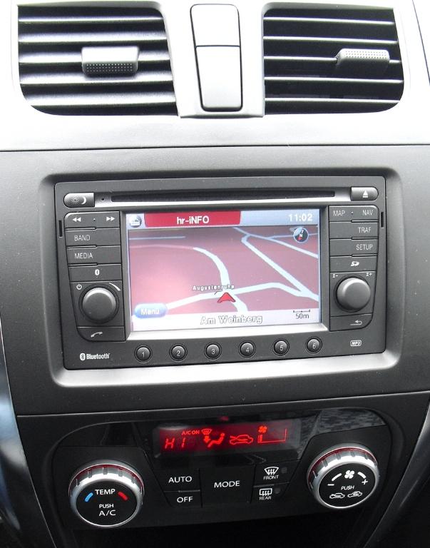 Suzuki SX4: Blick auf den mittleren Armaturenträger.