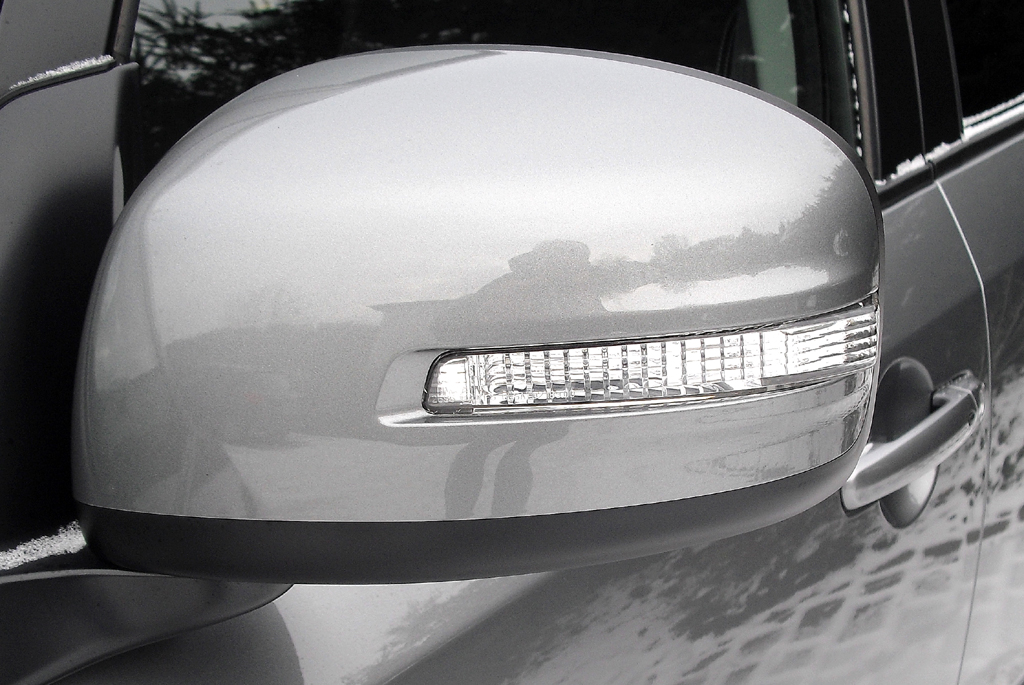 Suzuki SX4: In die Außenspiegel sind Blinkleisten integriert.