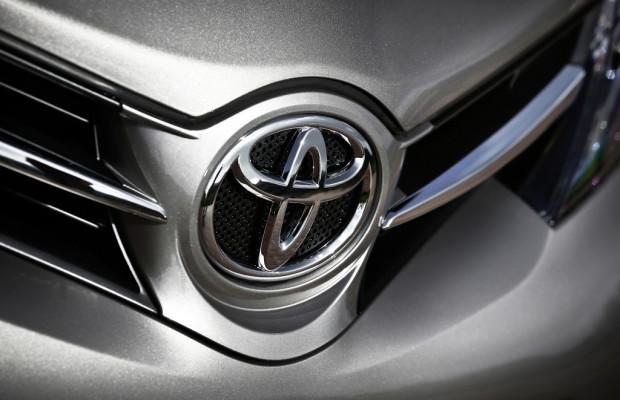 Toyota hebt Progronse für Jahresendergebnis an