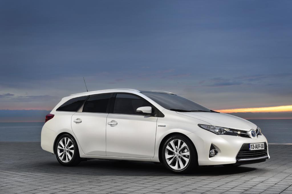Toyota schickt den Auris auch als Kombi ins Rennen