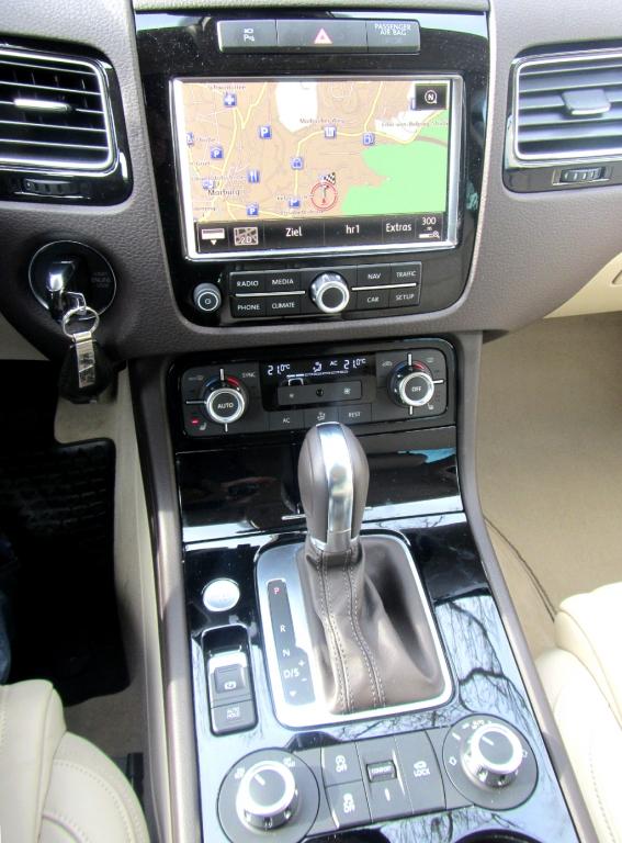 VW Touareg: Blick auf den mittleren Armaturenträger.
