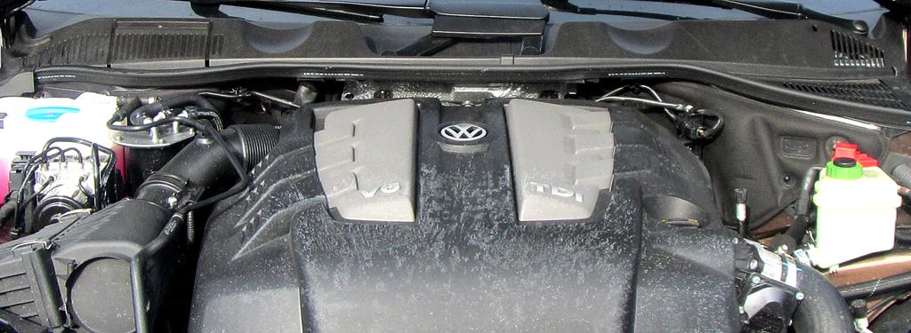 VW Touareg: Blick unter die Haube auf den 3,0-Liter-Sechszylinder-Selbstzünder.