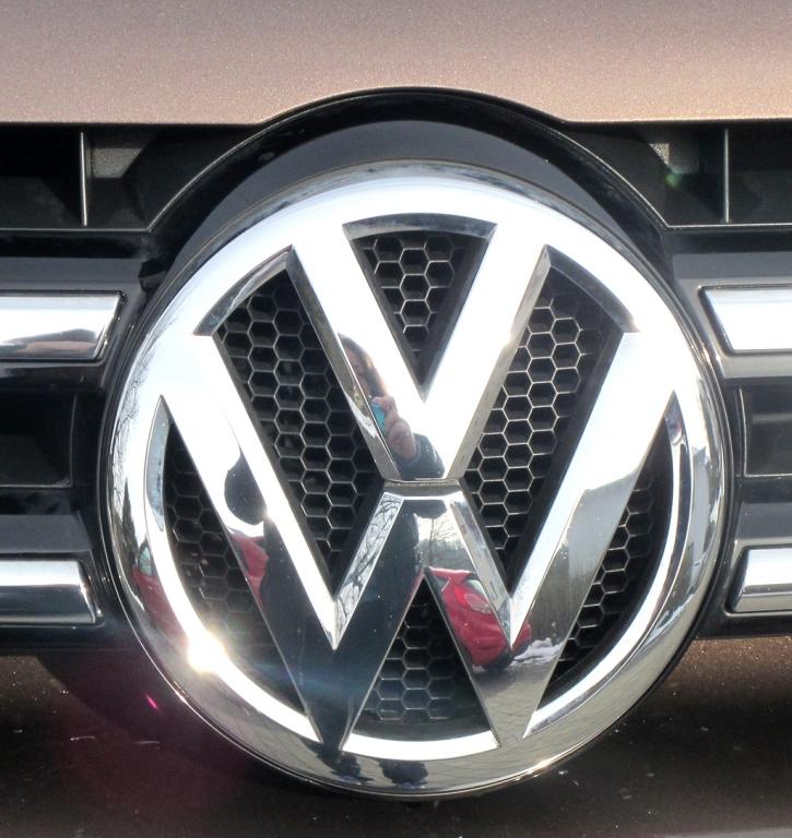 VW Touareg: Das Markenlogo sitzt vorn mittig im Kühlergrill.