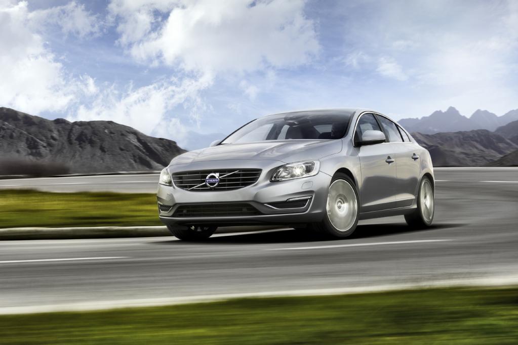 Volvo zeigt seine überarbeitete 60er-Baureihe mit der Limousine S60 (Foto), dem Kombi V60 und dem Crossover XC60.