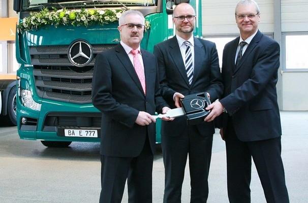 777 777ster Mercedes-Benz Actros in Wörth übergeben