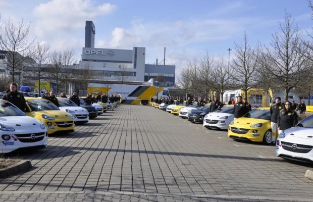 ADAC Opel Rallye Cup: 24 Opel Adam an Fahrerteams übergeben
