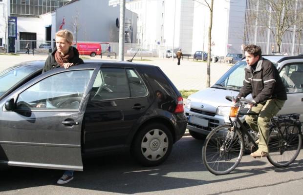 Autofahrer-Pflicht: Umsicht beim Aussteigen
