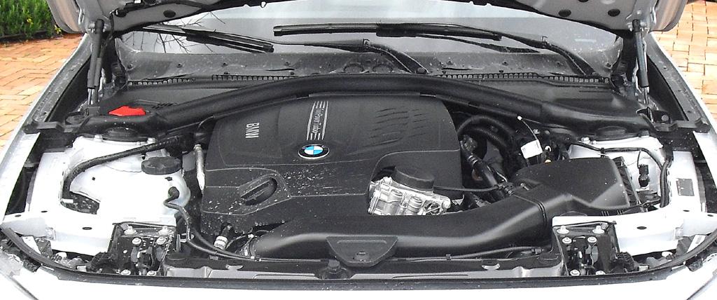 BMW 3er GT: Blick unter die Haube, hier beim Spitzenmodell, dem Sechszylinder 335i.