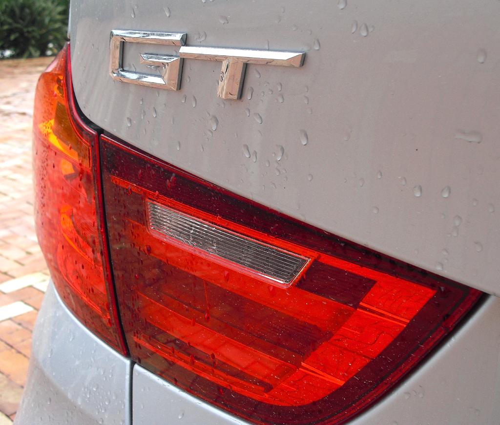 BMW 3er GT: Moderne Leuchteinheit hinten mit G(ran)T(urismo)-Schrifzug.