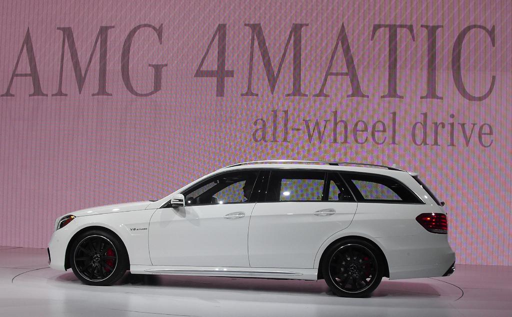 Den neuen Kombi E 63 S-AMG haben die Stuttgarter in New York genauso präsentiert ...