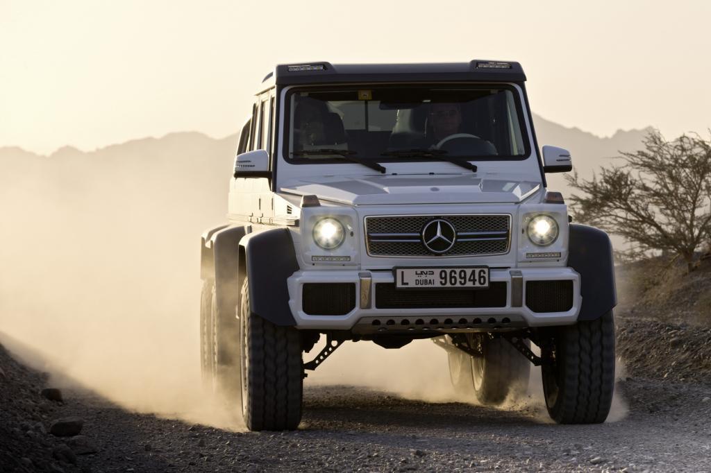 Der Mercedes G 63 AMG 6x6 in der Wüste südlich von Dubai