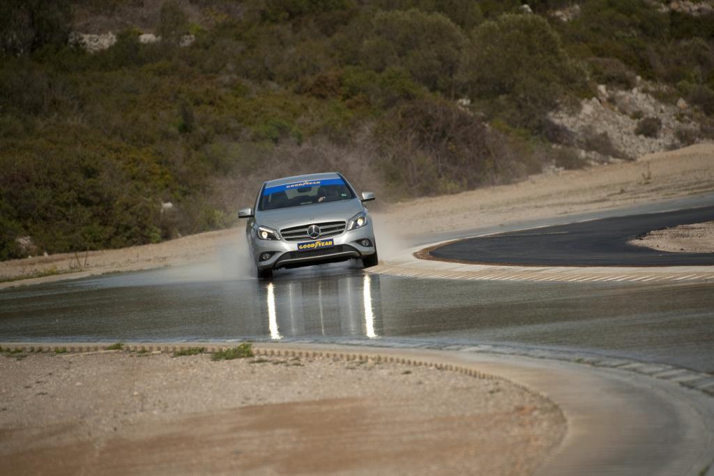 Der TÜV Süd ermittelte auf der Teststrecke im südfranzösischen Mireval, dass der Goodyear-Reifen im Vergleich zu den Konkurrenzp