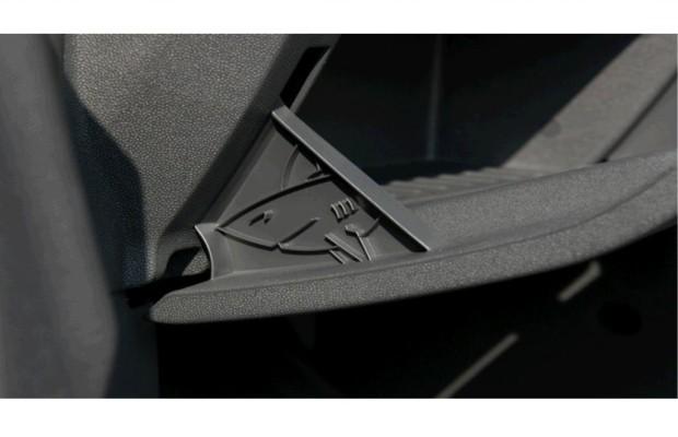 Entwickler-Ostereier im Auto - Der Hai im Handschuhfach
