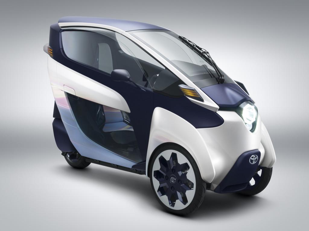 Genf 2013. Toyota i-Road mit zwei Sitzen und drei Rädern