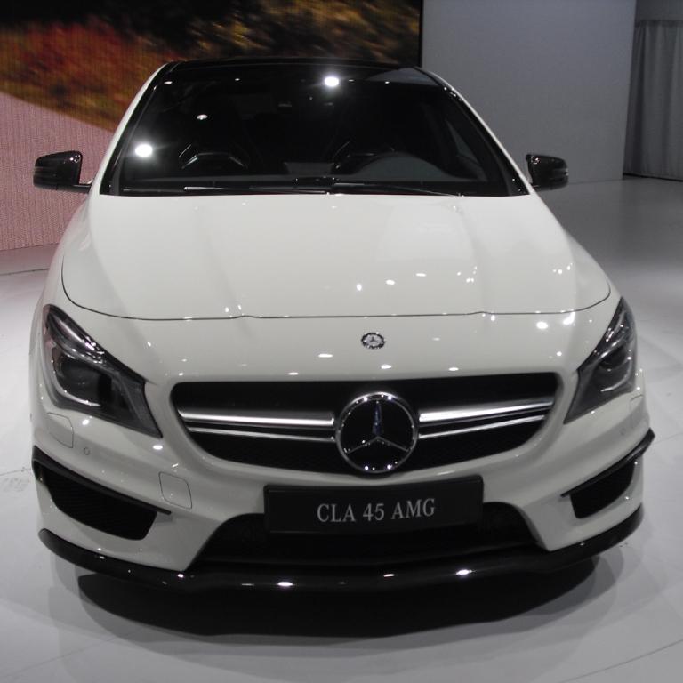 Mercedes CLA 45 AMG: Blick auf die Frontpartie.