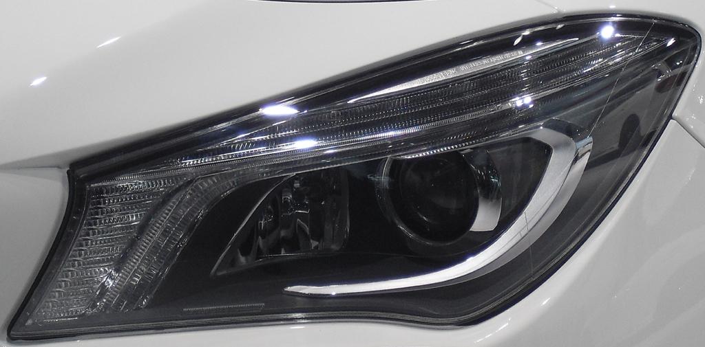 Mercedes CLA 45 AMG: Moderne Leuchteinheit vorn.