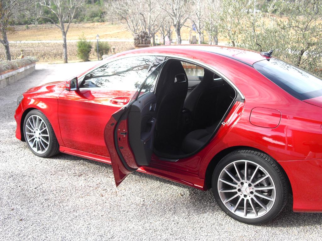 Mercedes CLA: Beim Ein- und Aussteigen hinten ist der Kopf doch etwas mehr einzuziehen.