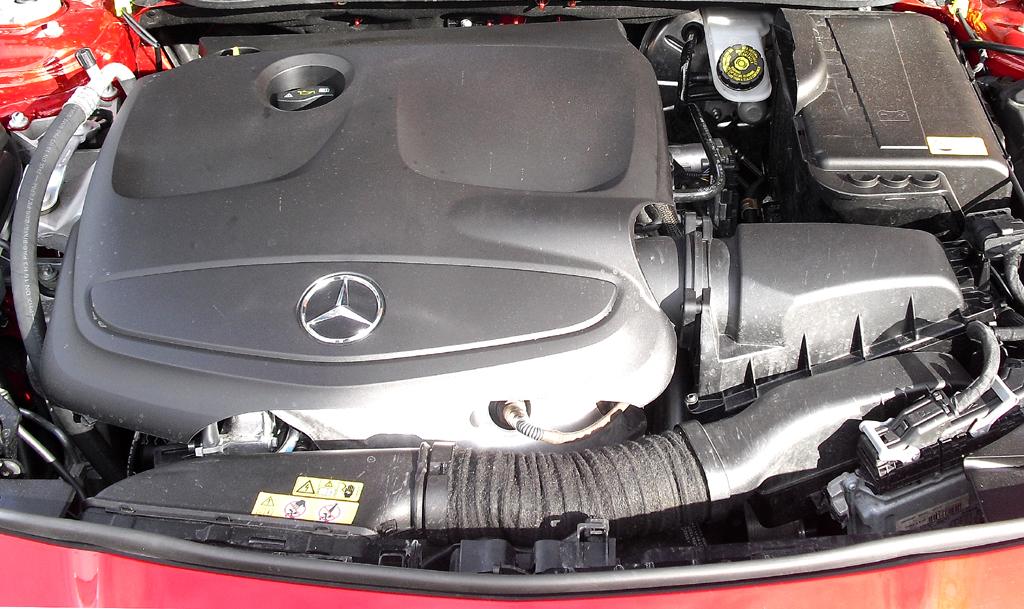 Mercedes CLA: Blick unter die Haube, hier beim Spitzenbenziner CLA 250.